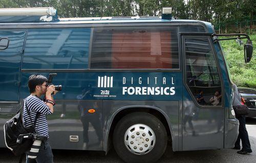 대검찰청 국가디지털포렌식센터가 2008년 5월부터 운용하는 이동식 포렌식 차량은 데이터 복원 작업에 활용된다. [사진 중앙포토]