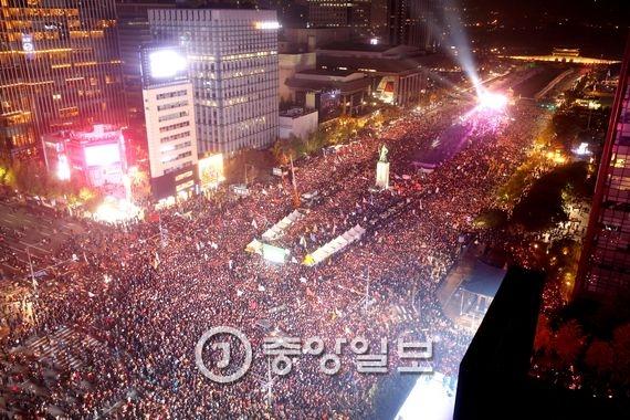 박근혜 대통령 퇴진 2차 국민행동 및 촛불집회가 지난 5일 오후 서울 광화문광장에서 열렸다. 김상선 기자