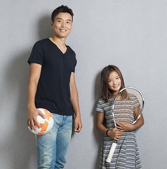 프로축구 전북의 스트라이커 이동국(왼쪽)과 테니스 선수인 딸 재아. 전북 공격의 선봉장인 이동국처럼 재아도 공격적인 테니스를 펼친다. [사진 테니스 코리아]