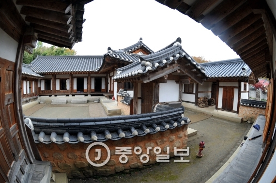 충북 옥천군 박근혜 대통령의 외가며 어머니 육영수 여사의 생가. [프리랜서 김성태]