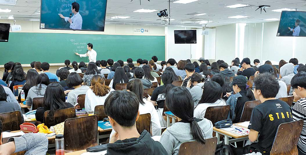 서울 강남구 대치동에 있는 메가스터디 러셀 대치점에서 학생들이 수업을 듣고 있다. [사진 메가스터디]
