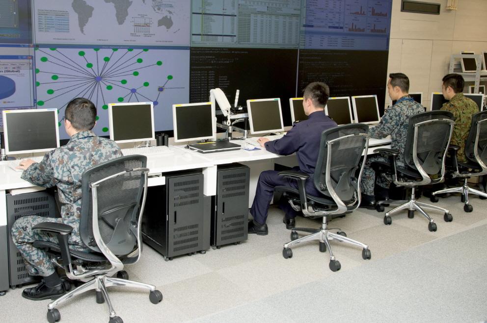 일본 자위대가 외부의 사이버 공격을 막기 위해 2014년 신설한 사위버 방위대.  [사진 방위성]