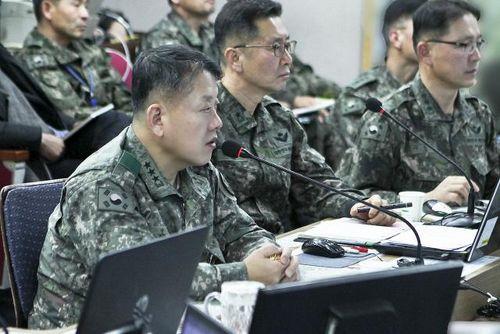 김병주(중장) 육군3군단장을 비롯한 군단 지휘부가 '창조 21모델'을 이용한 전투지휘훈련(BCTP)을 하고 있다. [사진 육군 3군단]