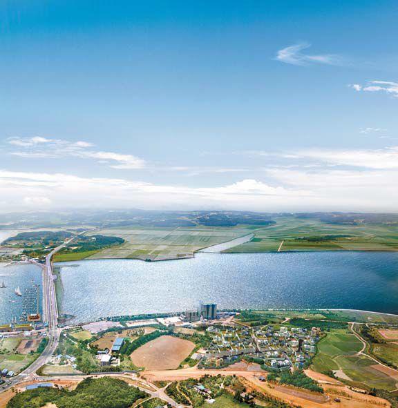 2011년 현대차그룹의 현대건설 인수로 가속도가 붙은 태안기업도시 초입에 알짜 땅이 나왔다. 주변 개발호재가 풍부해 투자가치가 높다. 사진은 이 토지를 하늘에서 내려다 본 모습.