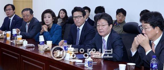 새누리당 비주류 비상시국회의 회동이 2일 오전 국회 의원회관에서 열렸다. 박종근 기자