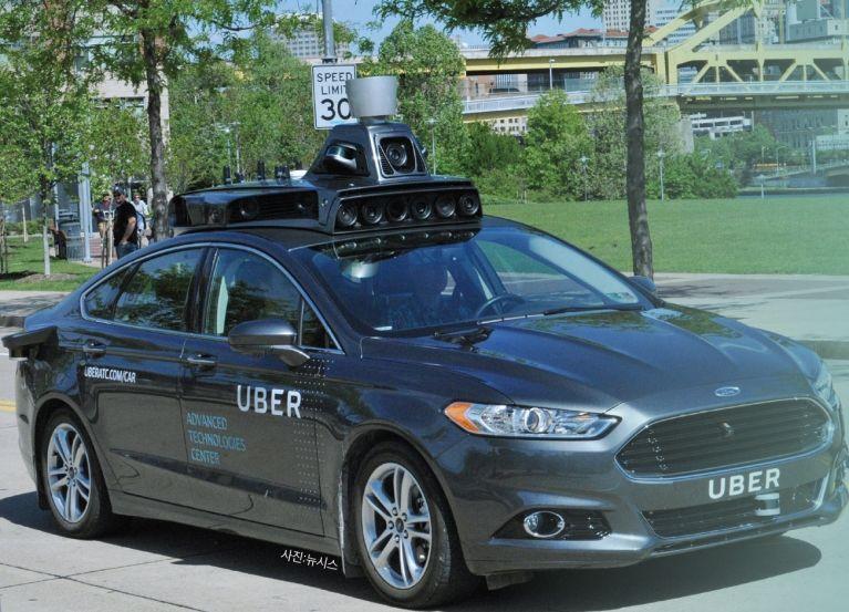 지난 8월 18일(현지 시간) 우버는 포드의 자율주행 차량으로 미국 피츠버그에서 자율주행 택시를 운행한다고 발표했다. 아직은 기사가 동승하는 시범 서비스로, 안전성 검증이 끝나면 자율주행 택시 운영에 들어갈 계획이다.