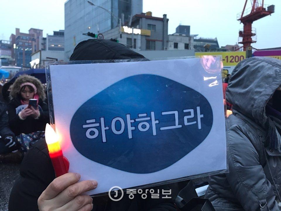 지난 토요일 대구 반월당에서 박 대통령 퇴진을 촉구하는 `4차 대구 시국대회` 집회가 열렸다. 프리랜서 공정식