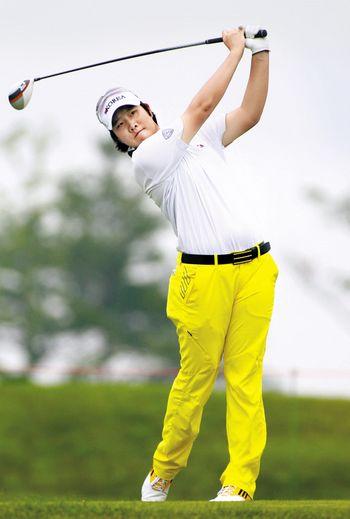 17세 여자 골퍼 성은정. 성은정 선수가 호쾌한 티샷을 날리고 있다. [사진제공=KLPGA]