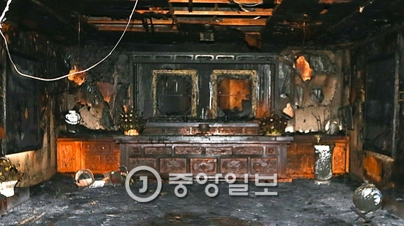 지난 1일 경북 구미시 상모사곡동 박정희 전 대통령 생가 추모관이 방화로 인해 불에 탔다. 프리랜서 공정식