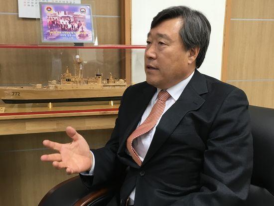 손정목 신인 천안함 이사장은 재단 사무실에서 취임 배경과 향후 재단 운영에 관한 계획을 설명했다. [사진 박용한]