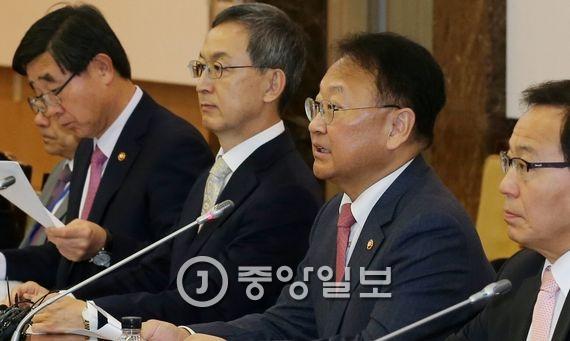 유일호 경제부총리 겸 기획재정부 장관. 우상조 기자