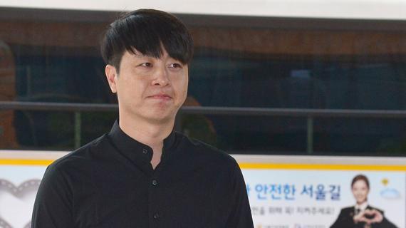 개그맨 유상무가 성폭행 논란과 관련해 피의자 신분으로 조사를 받기위해 지난 5월 31일 오전 서울 강남구 강남경찰서로 출석하고 있다. [사진=뉴시스]