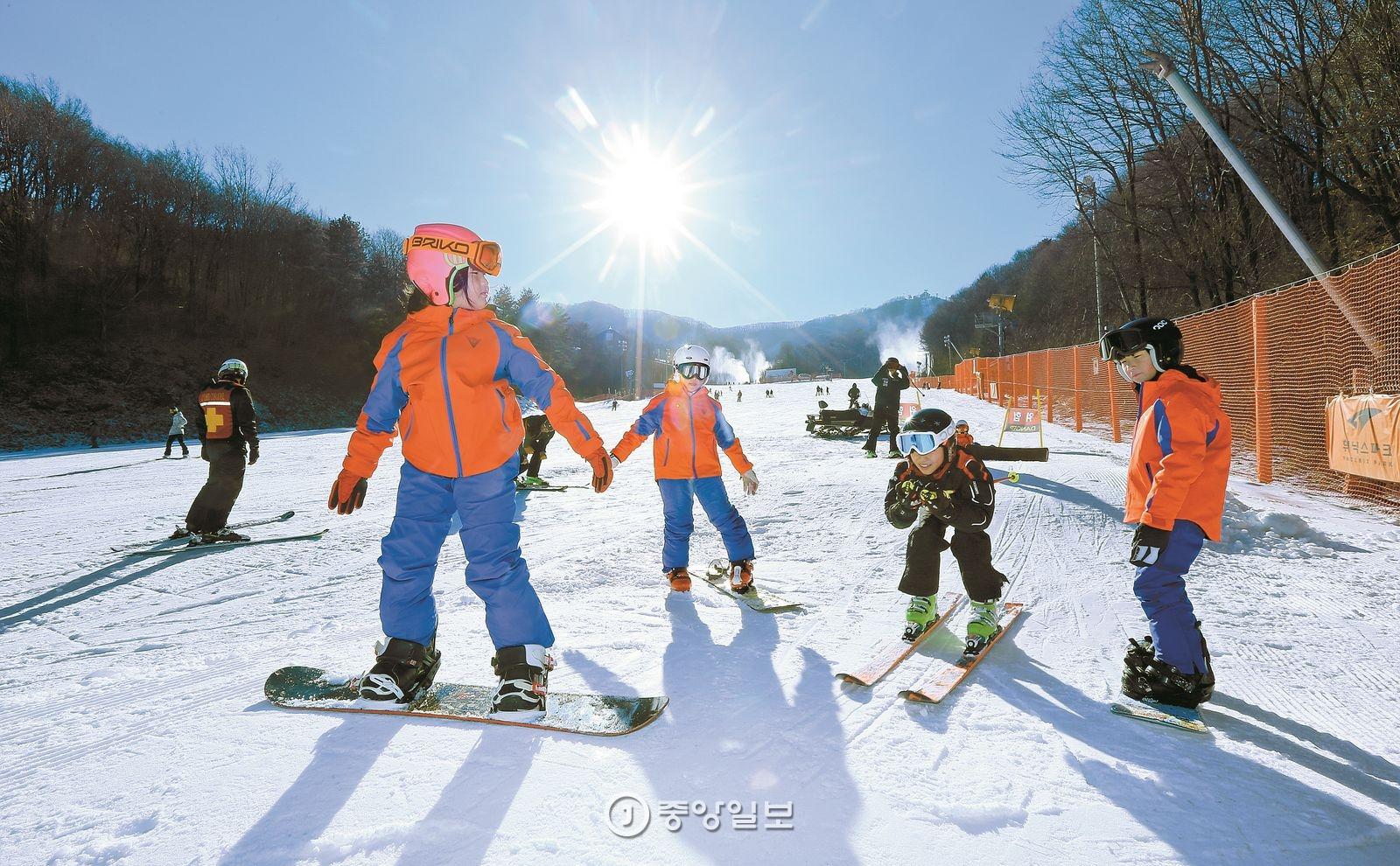 강원도 평창 휘닉스 스노우파크는 어린이들이 겨울올림픽 코스의 재미를 느낄 수 있도록 '어린이 전용 미니 올림픽 파크'를 만들었다.