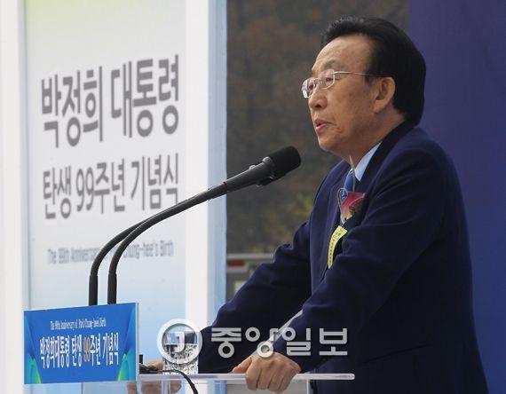 김관용 경북도지사. 프리랜서 공정식