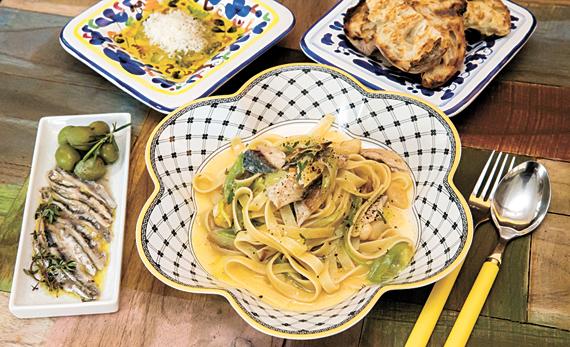 아기자기한 분위기의 식당 내부와 올리브·마늘로 풍미를 살린 '고등어 파스타'