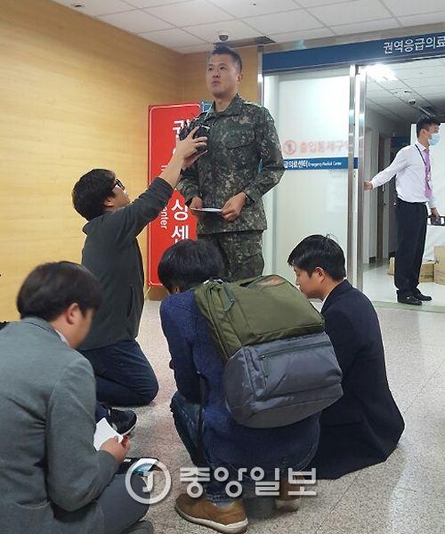 주민호 육군 53사단 정훈공보참모(중령)가 13일 발생한 울산 북구 신현동 육군 제7765부대 폭발 사고에 대해 설명하고 있다.