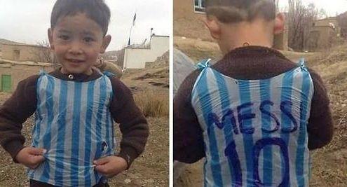 지난 1월 트위터를 통해 전세계에 알려진 비닐봉지 유니폼을 입은 무르타자.