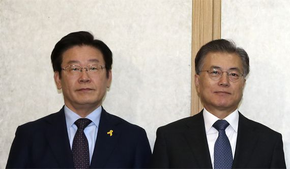 이재명 성남시장(왼쪽)과 문재인 전 대표.