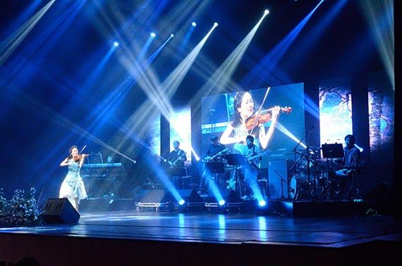 지난해 열린 김만덕 나눔콘서트에서 바이올리니스트 박지혜씨가 연주하고 있다. [사진 김만덕기념관]