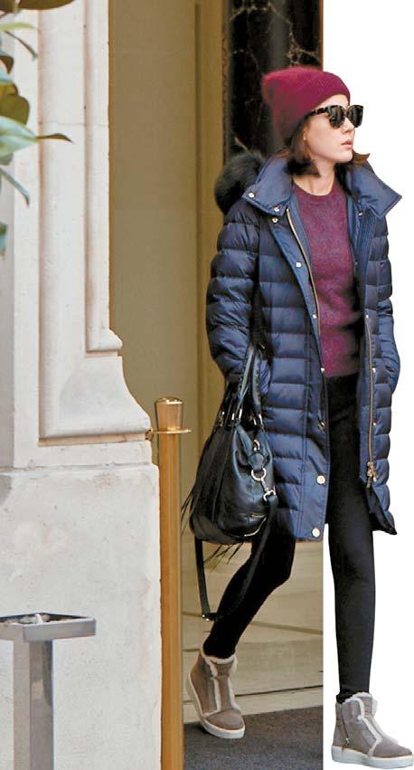새롭게 출시된 버버리 패딩, 배우 김하늘이 퍼 트리밍 후드 다운 필드 코트를 입고 있다. [사진 버버리]