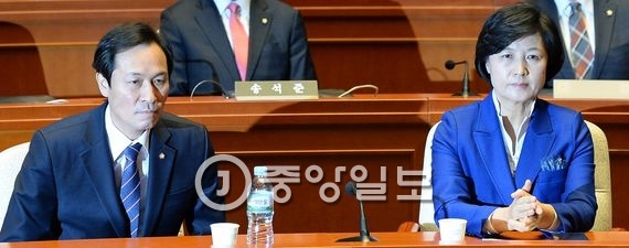 우상호 원내대표와 추미애 더불어민주당 대표. 김현동 기자