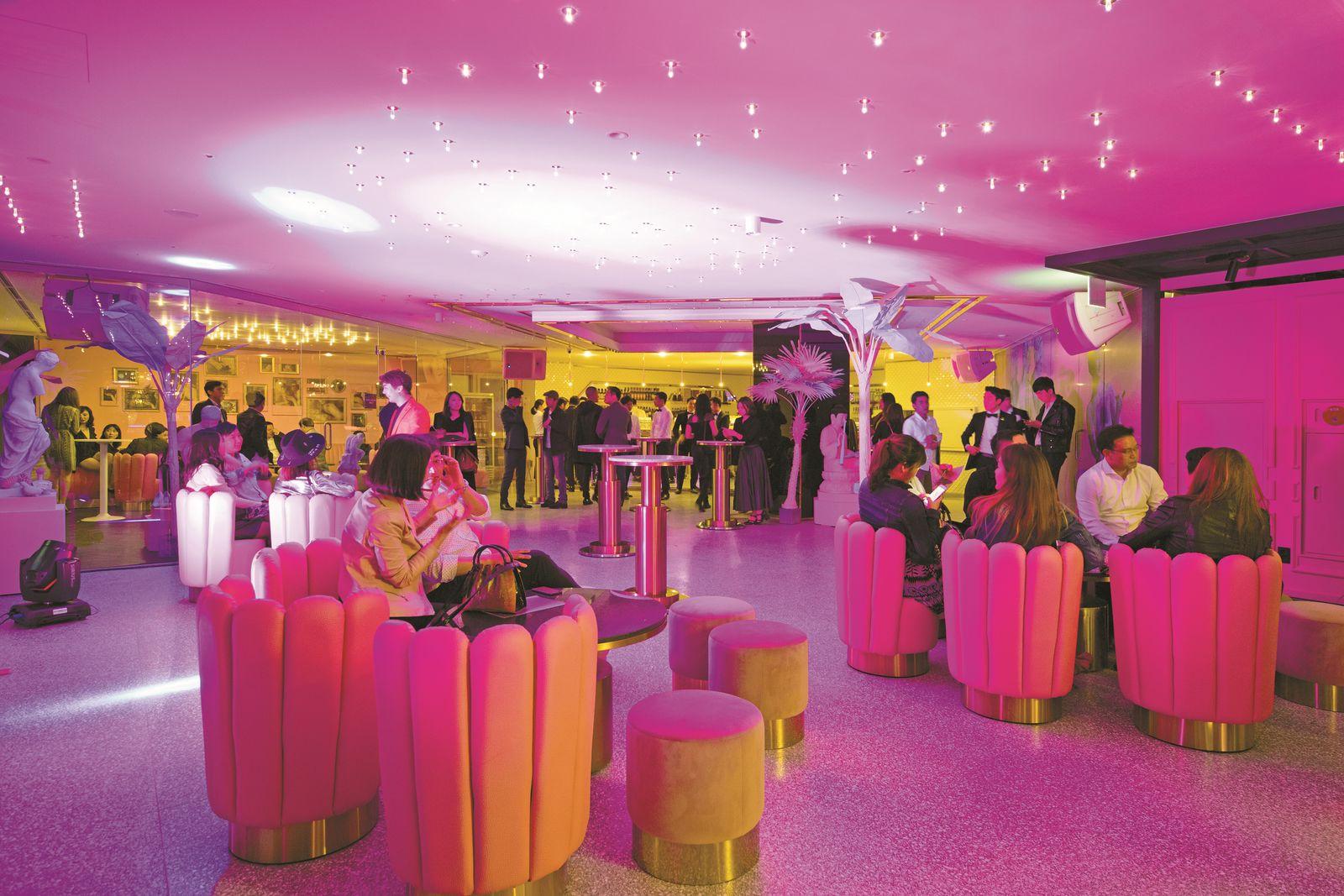 글래드 라이브 강남 1~3층 레스토랑과 라운지는 매일 오후 9시부터 '바'로 변신한다.