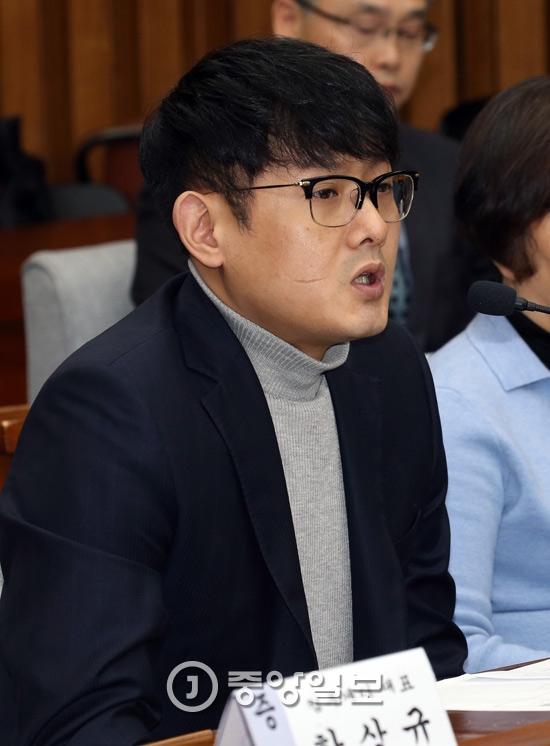 최순실 국정농단 진상규명 국조특위 4차 청문회가 15일 국회에서 열렸다.박헌영 k스포츠재단 과장이 발언하고 있다.