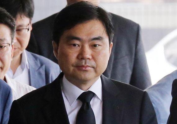 제3자 뇌물 혐의 등으로 기소돼 징역 4년이 선고된 진경준 전 검사장