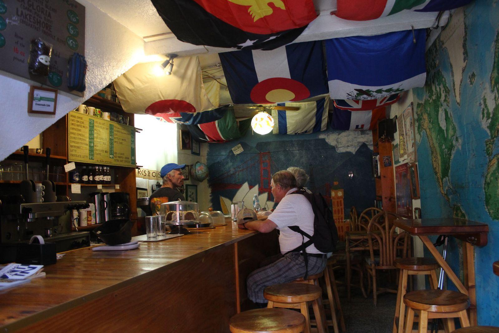 빠나하첼 크로스로드 카페.