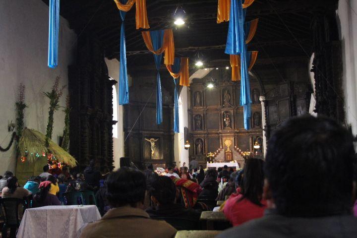 치치카스테낭고 산토토마스 교회 내부.