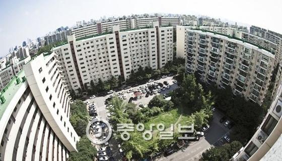 재건축을 앞두고 있는 서울 압구정 구현대아파트.