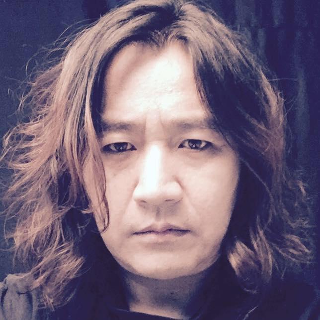 록밴드 시나위의 기타리스트 신대철.