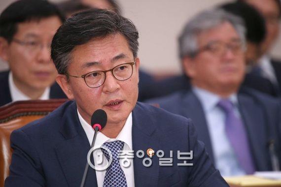 홍용표 통일부 장관. 오종택 기자