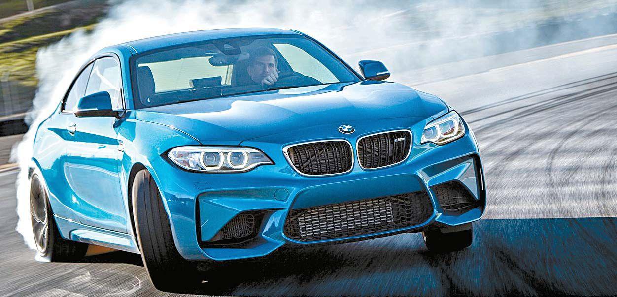 고성능 스포츠카는 판매량이 적지만 브랜드 이미지 상승에 적지 않은 역할을 한다. 올해 출시된 BMW M2는 젊은 세대를 노린 모델이다. [사진 BMW]