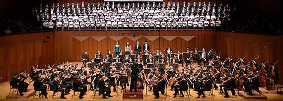 지난해 12월 서울시립교향악단의 베토벤 '합창' 무대. 8년째 매진된 연말 공연이다. [사진 서울시향]