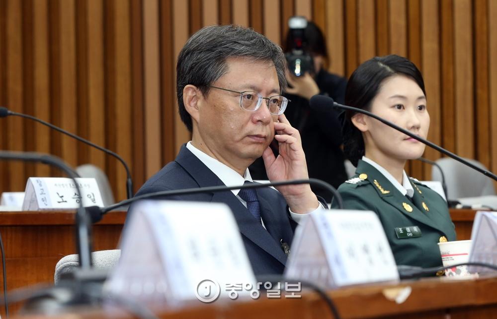 우병우 전 민정수석이 22일 국회에서 열린 `최순실 국정농단 진상규명 5차 청문회`에 참석해 다양한 표정을 짓고 있다. 강정현 기자