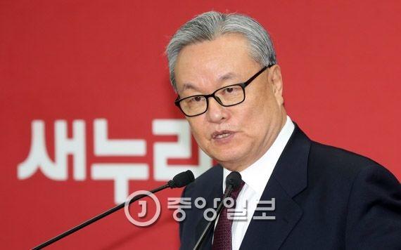 새누리당 비대위원장에 내정된 인명진 목사가 23일 서울 여의도 당사에서 기자회견을 하고 있다.강정현 기자
