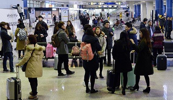 지난 22일 오전 청주국제공항 국제선 대합실이 승객들로 북적이고 있다. [청주=프리랜서 김성태]