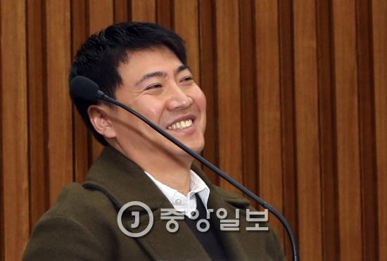 노승일 K스포츠 부장이 22일 국회에서 열린  `최순실 국정농단 진상규명 5차 청문회`에 참석했다
