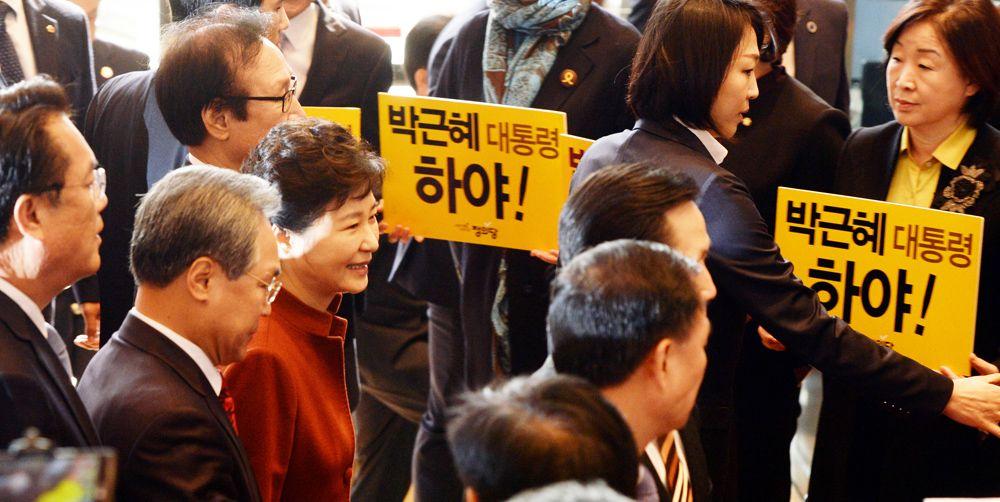 11월8일 민심이 돌아서자 박근혜 대통령은 11월8일 오전 10시 30분 국회를 방문, 정세균 국회의장을 만난다.[국회사진취재단]