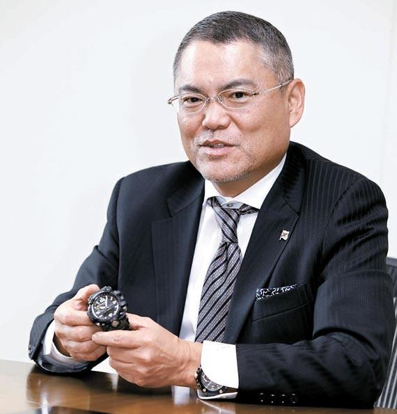 이토 시게노리 대표는 지샥 브랜드 최고급 시계인 'MRG'를 차고나와 홍보했다. [사진 카시오]
