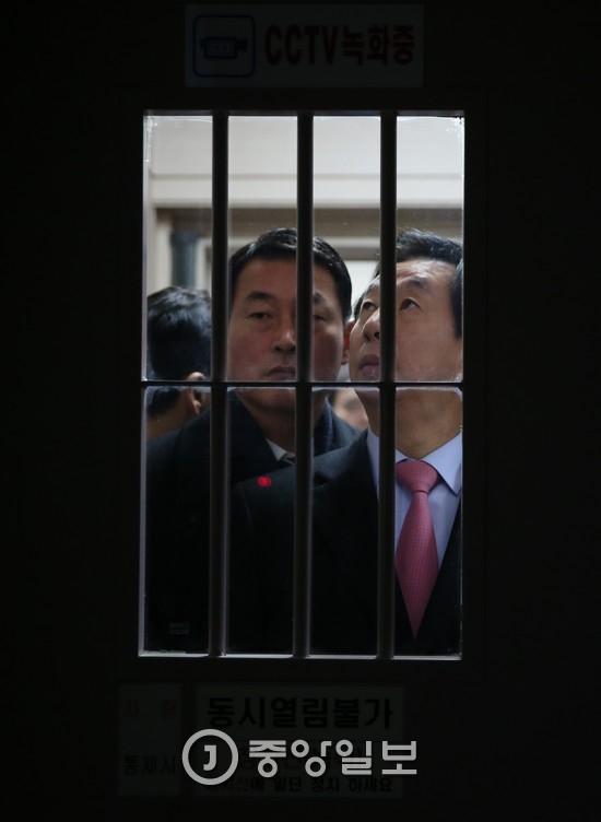 최순실씨를 만나기 위해 서울구치소를 찾은 국정조사특위 의원들