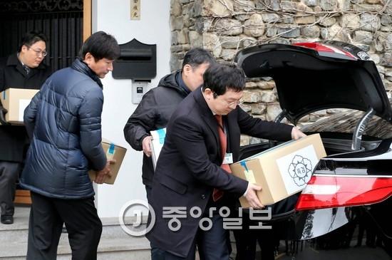 26일 김기춘 전 대통령 비서실장의 서울 평창동 집을 압수수색한 검찰