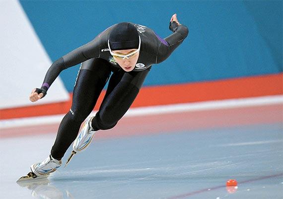 올림픽 3연패를 노리는 '빙속 여제' 이상화가 다리 부상으로 부진의 늪에 빠져있다. 27일 서울 태릉국제스케이트장에서 열린 스프린트 스피드선수권대회 여자500m 경기에서 빙판을 가르고 있는 이상화. [뉴시스]