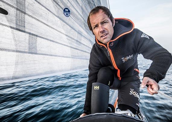 4전5기 끝에 돛 항해 세계기록(49일 3시간7분38초)을 세운 프랑스의 항해가 코빌. [사진 요트 온라인]