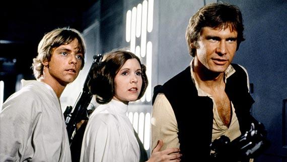 1977년 '스타워즈: 에피소드4-새로운 희망'에 출연한 캐리 피셔(가운데). 함께 출연한 마크 해밀(왼쪽)과 해리슨 포드. [사진 월트 디즈니 컴퍼니 코리아]