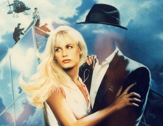 영화 `투명 인간의 사랑`(Memoirs Of An Invisible Man, 1992) 포스터, 주인공은 적에게 쫓기면서 투명성을 유지하려 고군분투 한다.