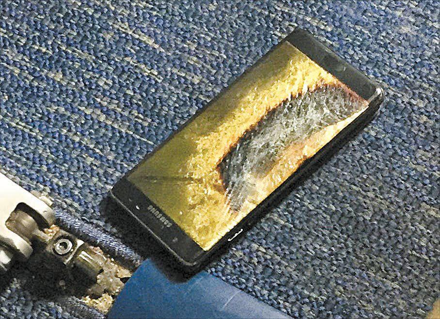 지난해 10월5일 사우스웨스트항공 여객기 안에서 발화한 것으로 알려진 갤럭시노트7. [로이터]