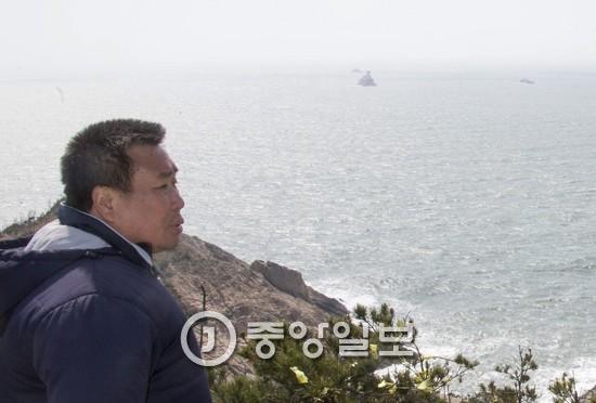 세월호 사고 해역을 바라보는 희생자 가족
