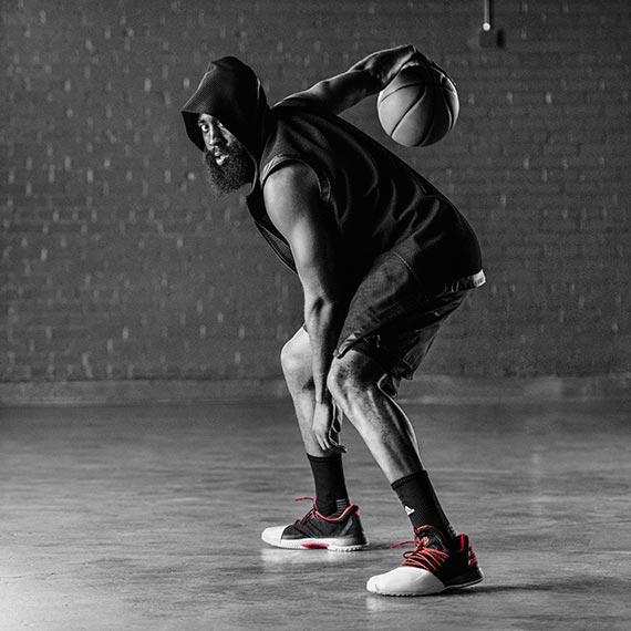 턱수염을 덥수룩하게 기른 NBA 휴스턴의 제임스 하든은 상대팀에겐 공포의 대상이다. [사진 아디다스]